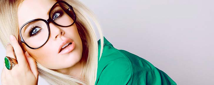 Як правильно підібрати макіяж під окуляри