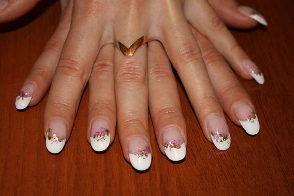 Як приклеїти накладні нігті?