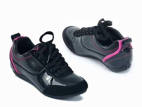 Модні жіночі кросівки 2012 фото – Любов + Мода d9543062afb71