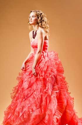Весільні сукні 2012: три тренда