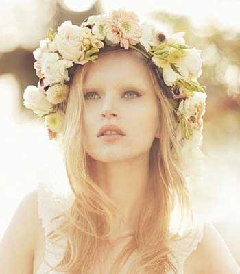 Живі квіти у волоссі ніжність і