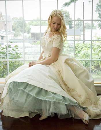 Біле плаття - кольоровий підюпник