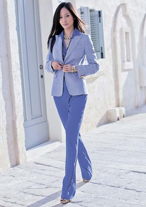 Модні жіночі ділові костюми осінь 2012 – Любов + Мода f68ccadb02818