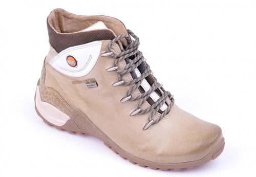 Підкорюємо вершини з туристичним взуттям