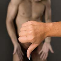 """8 способів допомогти чоловікові впоратись з станом """"нестояння"""""""