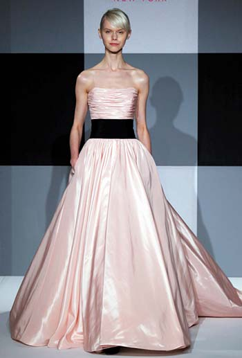 Модні весільні сукні 2013 - в моду увійде рожевий колір