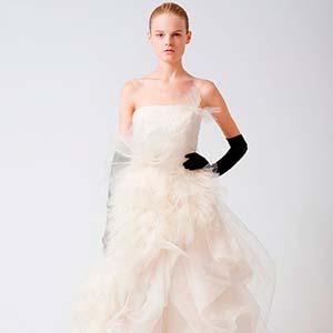 Класична колекція весільних суконь від Віри Вонг – Любов + Мода ... a580f603e840a