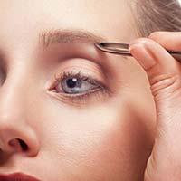 Як правильно вищипувати брови?