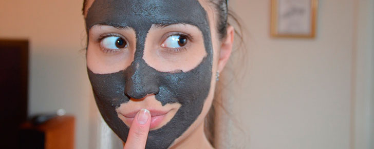Чорна маска для обличчя: види та переваги