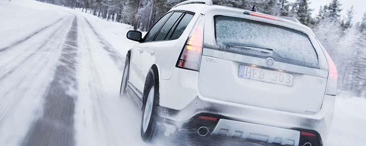 10 порад з безпеки водіння взимку
