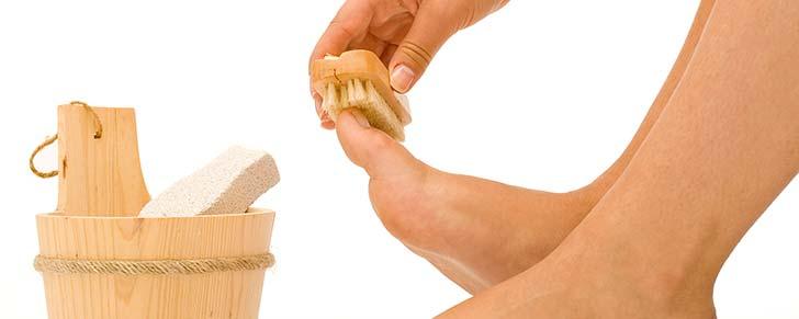 Догляд за ногами в літній час