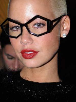Як правильно вибрати форму і оправу для окулярів – Любов + Мода ... 7a7bd5acd54f7